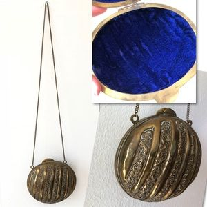 Vintage Bags - Vintage Embossed Deco Flapper Brass Clamshell Bag